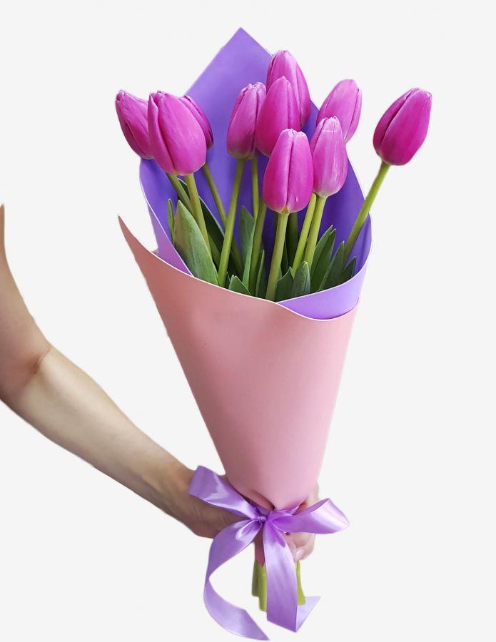 9 тюльпанов в стильной упаковке
