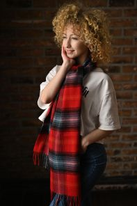 """Большой теплый шотландский шарф 100% шерсть ягнёнка , коллекция  """"Дарвин"""" РУБИНОВЫЙ ЛОККЭРРОН LOCHCARRON RUBY DARWIN  OVERSIZED LAMBSWOOL SCARF плотность 6"""