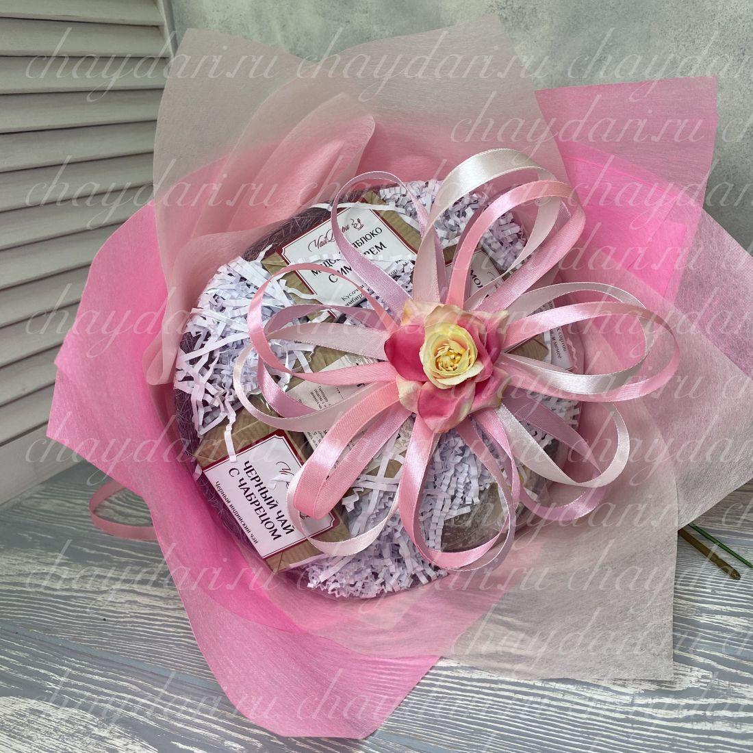 """Букет из чая и сладостей """"Розовое счастье »"""