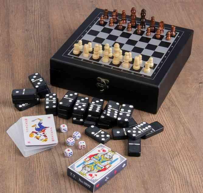 Подарочный набор Настольные игры ( шахматы, домино, карты)