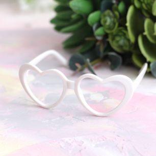 Кукольный аксессуар - Очки сердечки белые, 8 см