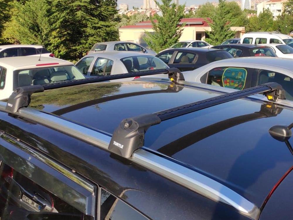 Багажник на крышу Suzuki SX4 2013-..., Turtle Air 2, аэродинамические дуги на интегрированные рейлинги (черный цвет)