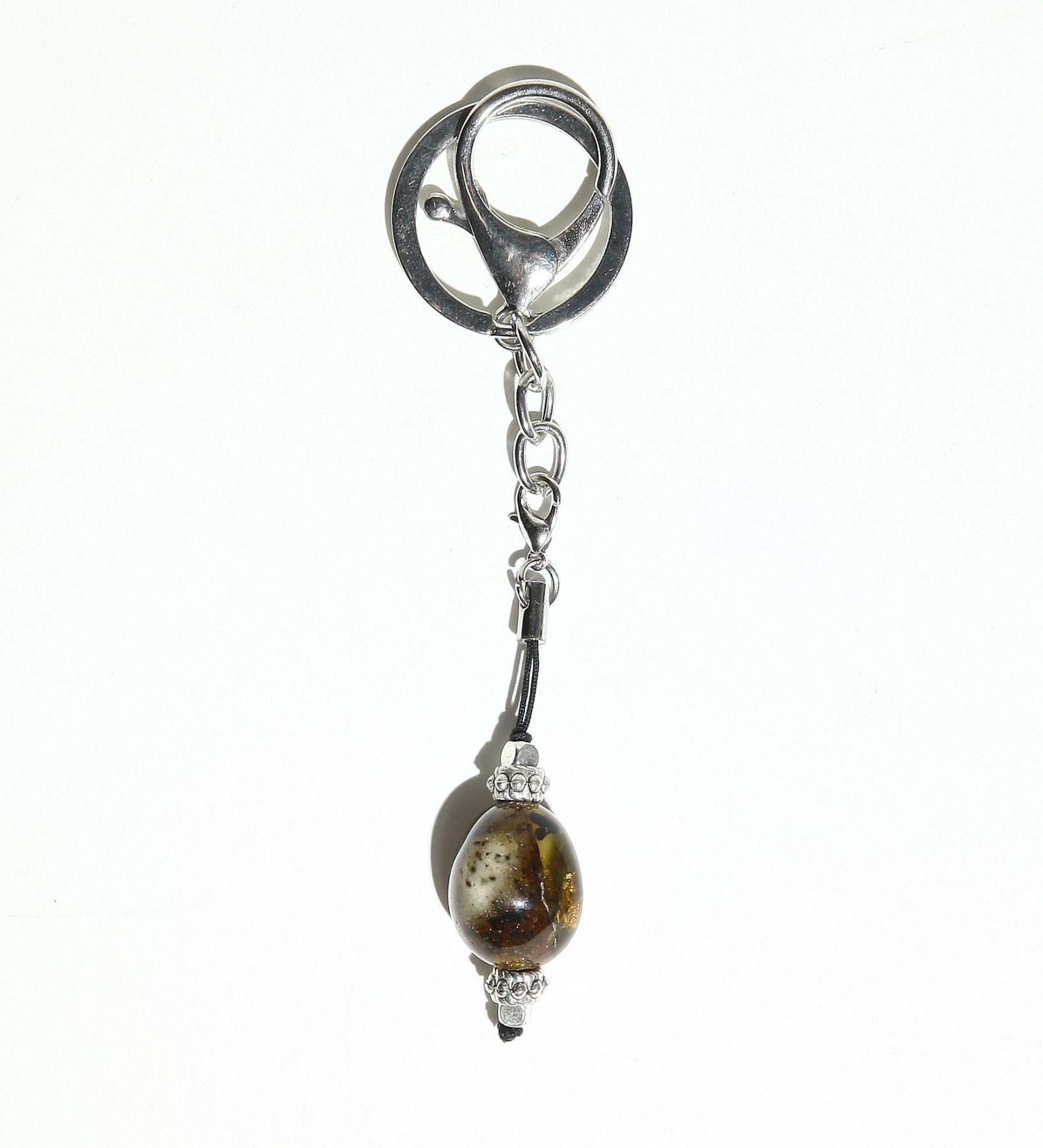 Брелок из калининградского янтаря оливкового цвета