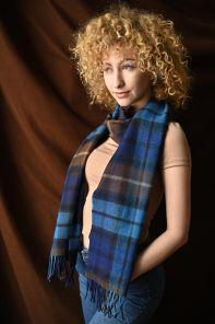 """Большой теплый шотландский шарф 100% шерсть ягнёнка , коллекция  """"Дарвин"""" расцветка клана Бьюкенен (синий вариант) DARWIN BUCHANAN BLUE LUXURY OVERSIZED LAMBSWOOL SCARF плотность 6"""