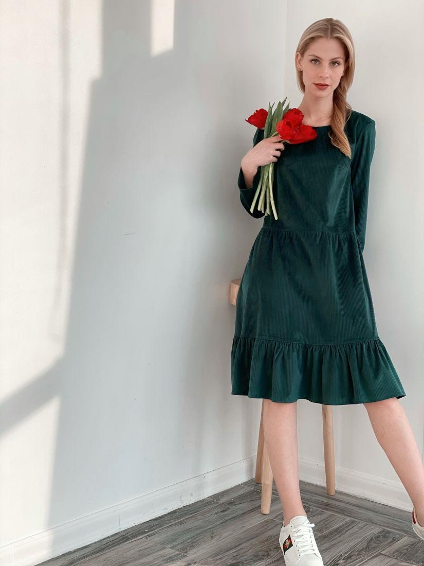 s3873 Платье вельветовое с воланом изумрудное