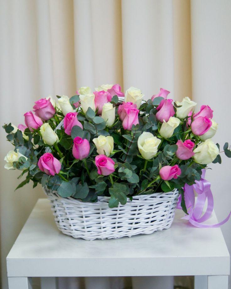 Корзина с цветами из 51 розовых роз