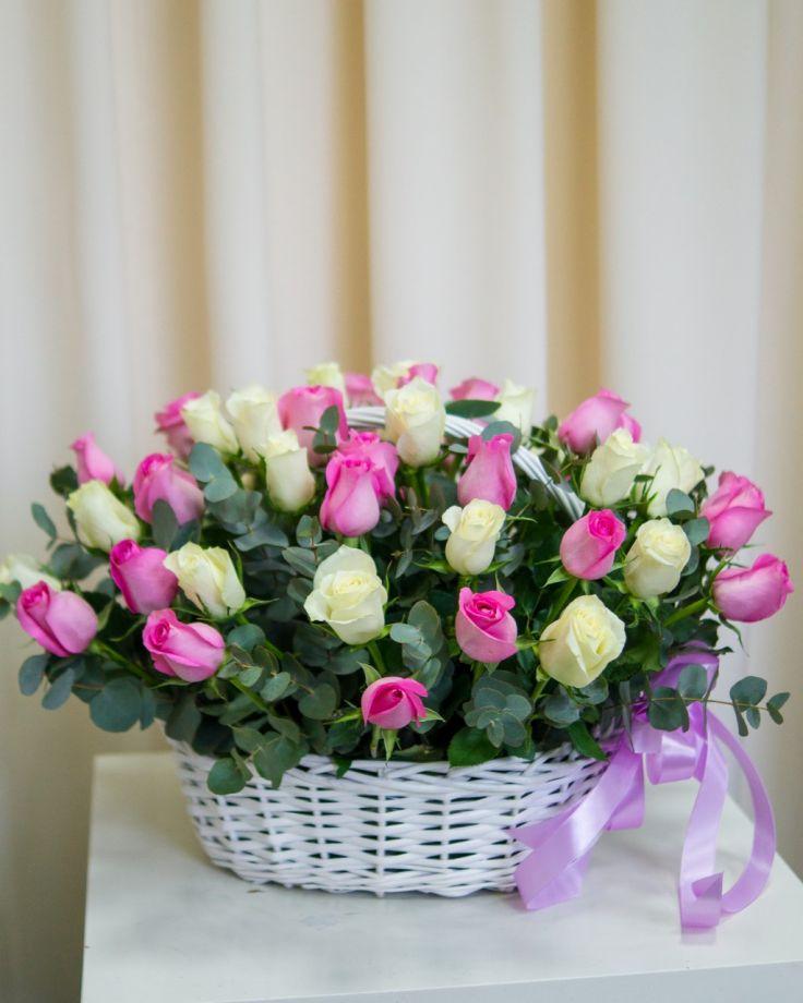 Корзина с цветами из 51 кенийских роз