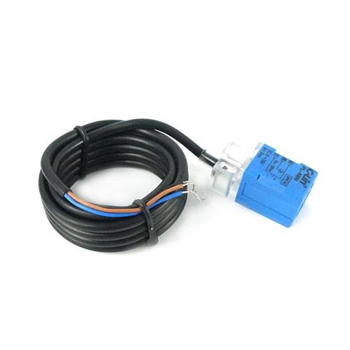 Индуктивный датчик, квадратный 6-36В;  Расстояние срабатывания: 8 мм; Тип: NPN