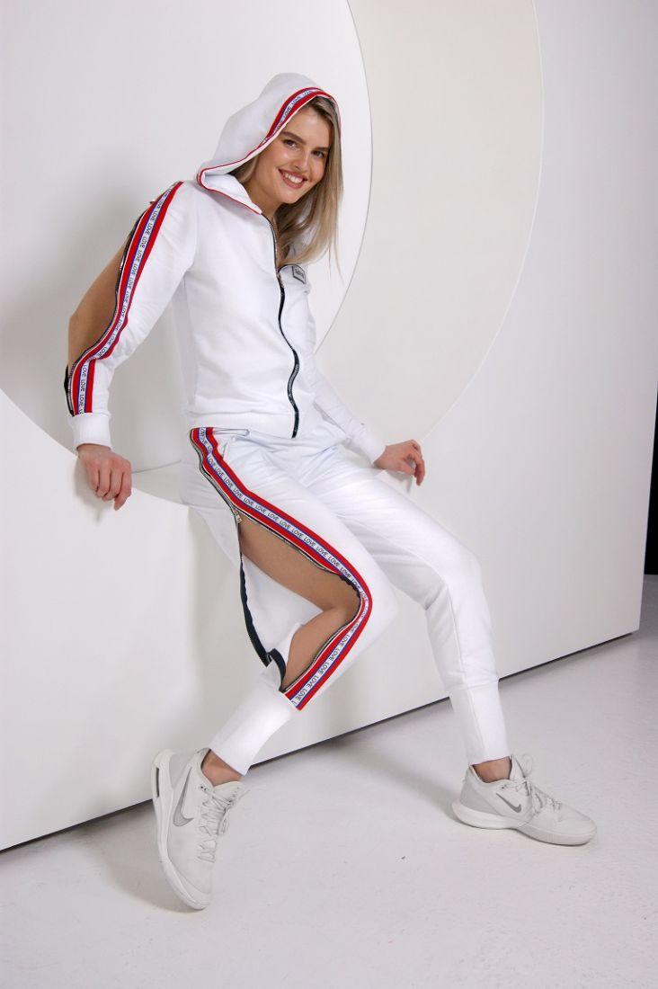 Спортивный костюм с разрезами