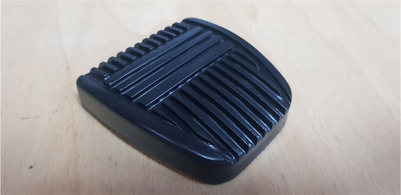 Накладка педали (тормоз/сцепление) резиновая HINO 300 ЕВРО-4