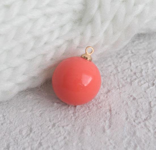 Кукольный аксессуар - Бусина-подвеска коралловая