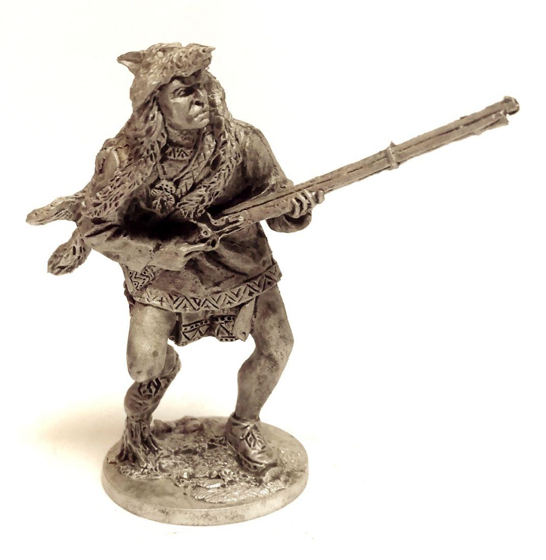Фигурка Индеец с ружьем в шкуре волка олово