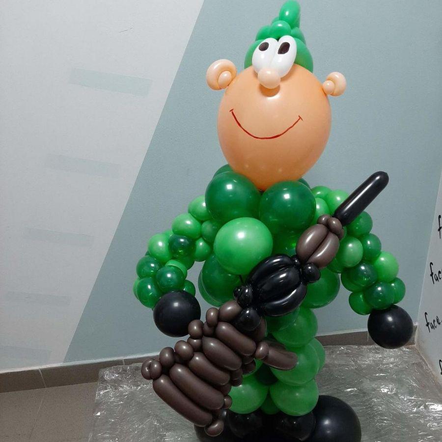 Красивый военный) фигура из шаров