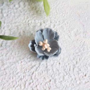 Цветок 2 см. плотный тканевый, голубой