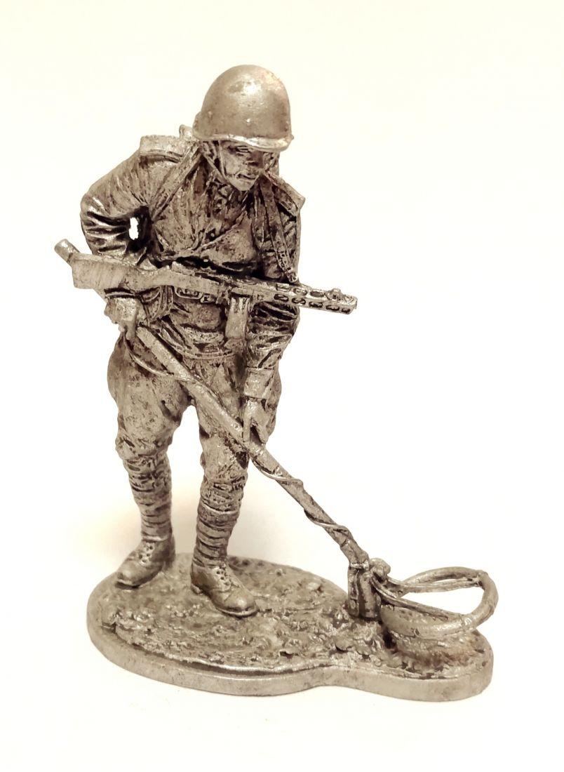 Фигурка Рядовой саперных частей Красной армии 1943-1945 г. олово