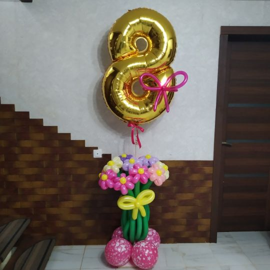 Цифра над букетом из 13 цветов