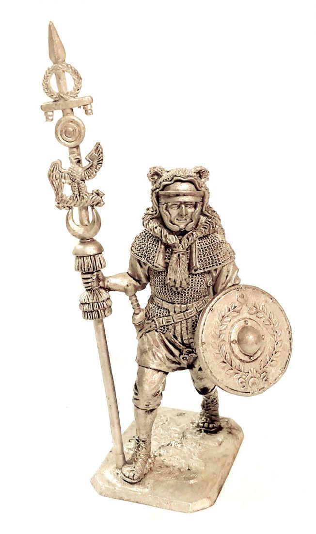 Фигурка  Сигнифер вспомогательной когорты. Рим 1-2 в. н.э. олово