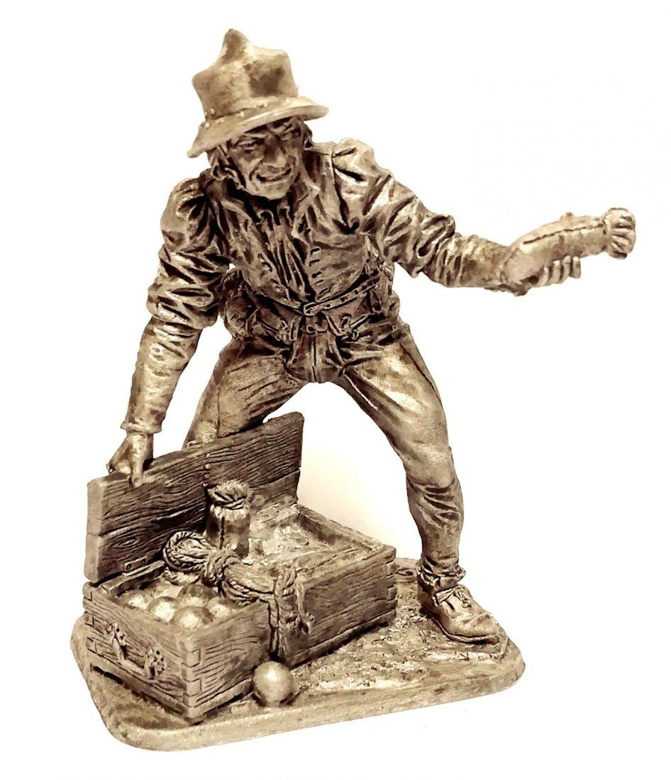 Фигурка Артиллерист с ящиком. Западная Европа, 15 в олово