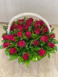 Композиция из 41 розы в корзине