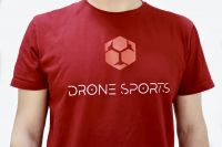 Отличная спортивная футболка для FPV пилота от топовой международной команды Drone Sports Global купить в магазине DSG маркетплейс от QUADRO.TEAM одежда для FPV пилотов с доставкой по всей Росcии.