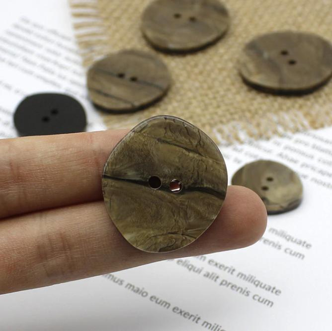 """фото Пуговица """"Под рог"""" 2 прокола, коричневый разные диаметры 6108"""