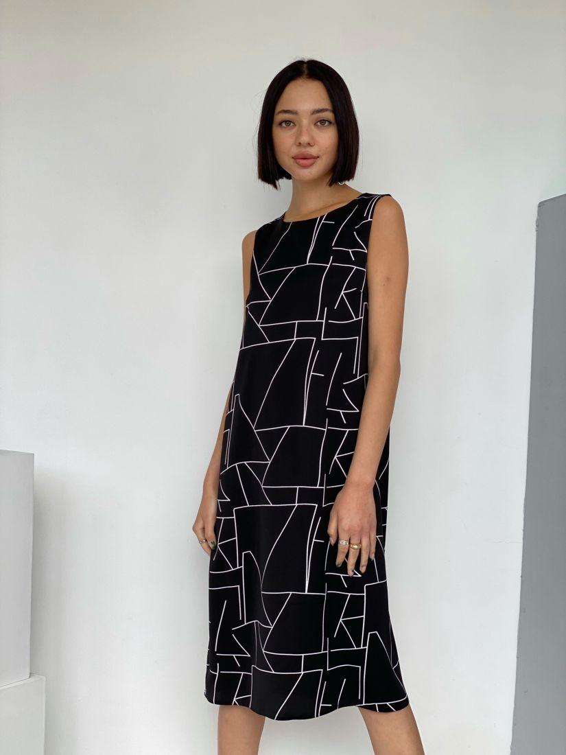 4429 Платье чёрное с графичным принтом