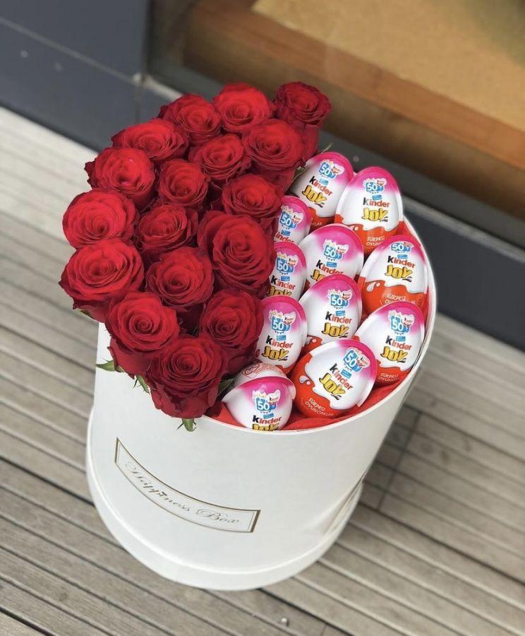 Композиция из 17 роз и Kinder