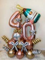 Напольная композиция из шаров с 2 цифрами и шампанским