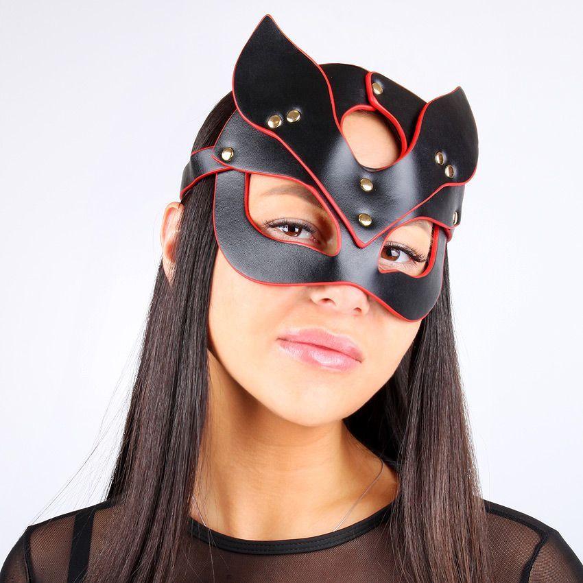 Черно-красная игровая маска с ушками
