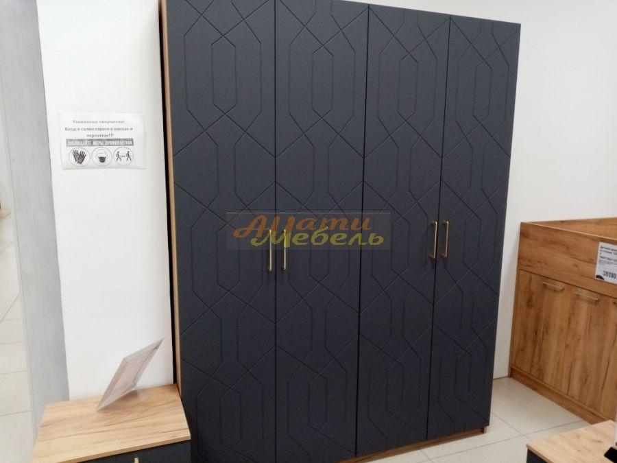 шкаф с резным зеркалом