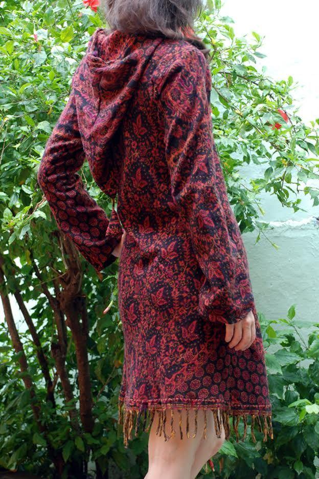 ОСТАЛОСЬ ОДНО Теплое платье с капюшоном, осенне-зимнее (Москва)