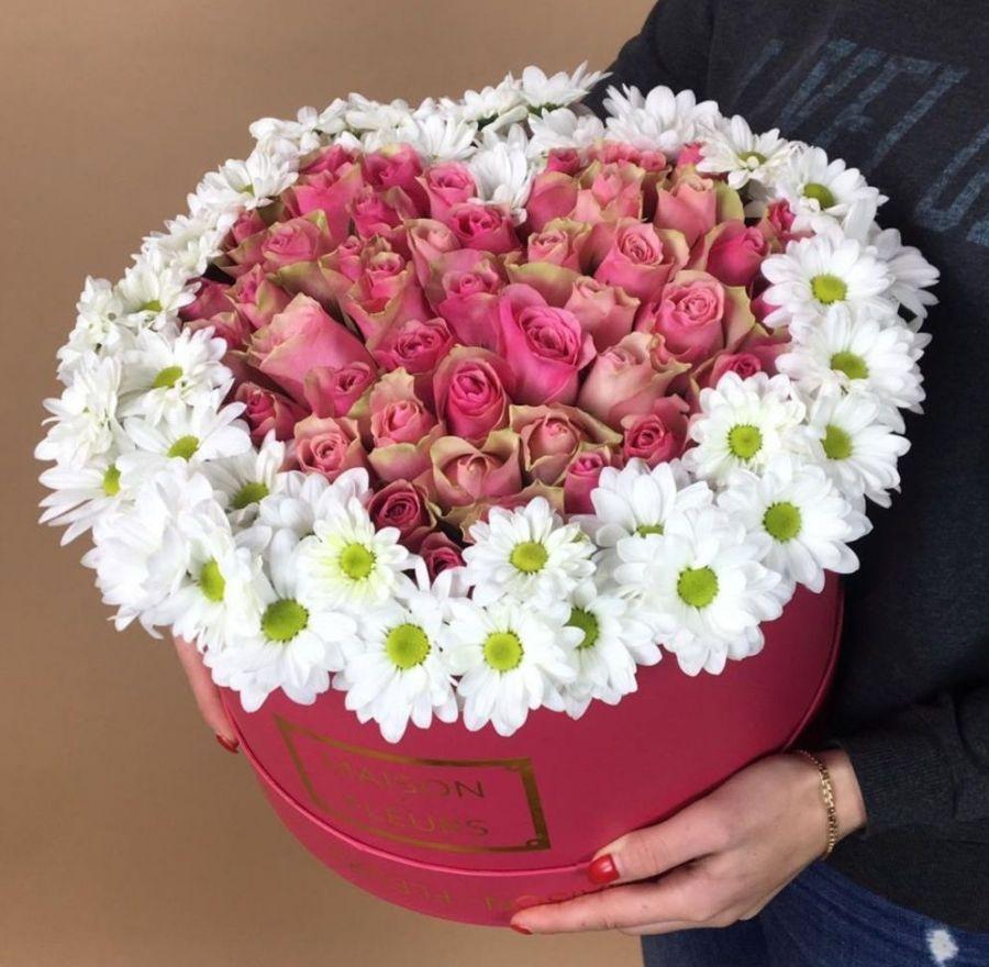 Коробочка с сердцем из 51 розы