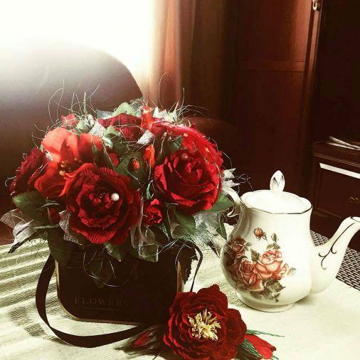 Букет из конфет 19 цветов в коробке в виде сумочки