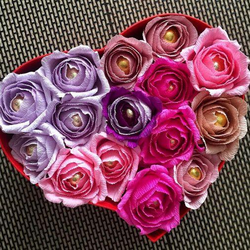 Букет из конфет 17 цветов в коробке сердце