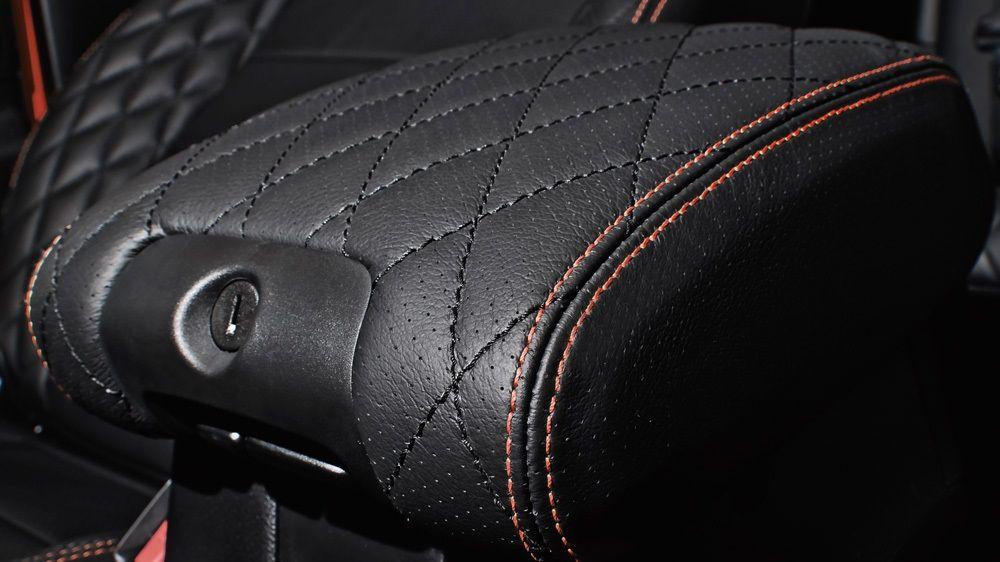 Обшивка центрального подлокотника (Jeep Wrangler)