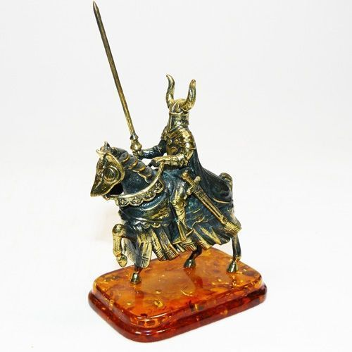 Рыцарь на коне - фигурка из бронзы с камнем янтарь