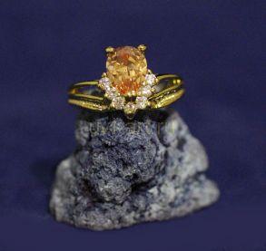 Позолоченное кольцо с искусственным медовым цитрином (арт. 880161)