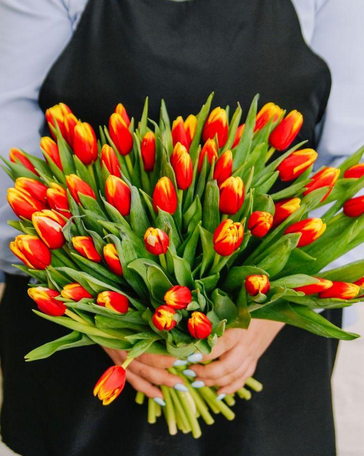 Букет цветов из 51 тюльпана