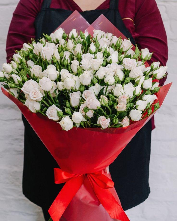 Букет цветов из 15 кустовых роз